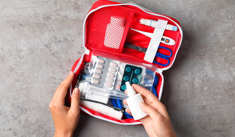 Kit básico de medicamentos para férias